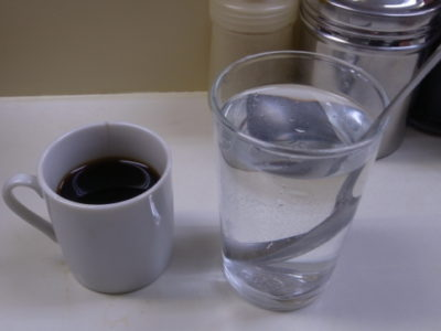 神保町 コーヒーの名店(カレー付)「まんてん」大盛り比較
